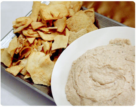 White Bean Dip with Pita Chips