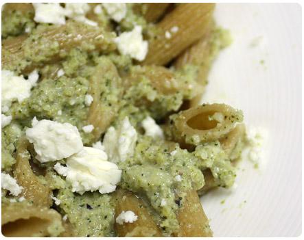 Healthy pesto pasta