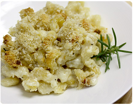 Rosemary White Cheddar Mac N Cheese