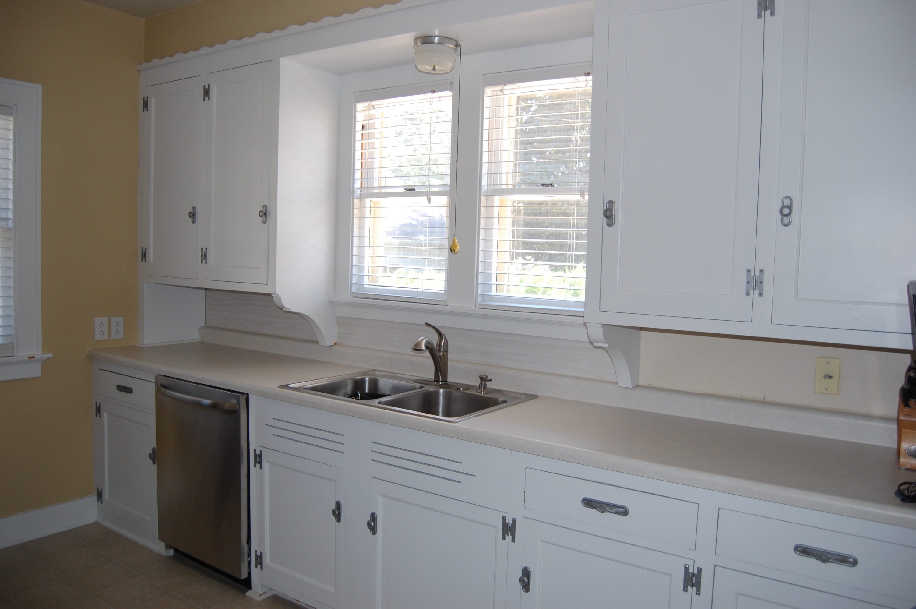 how to: painting kitchen cabinets |