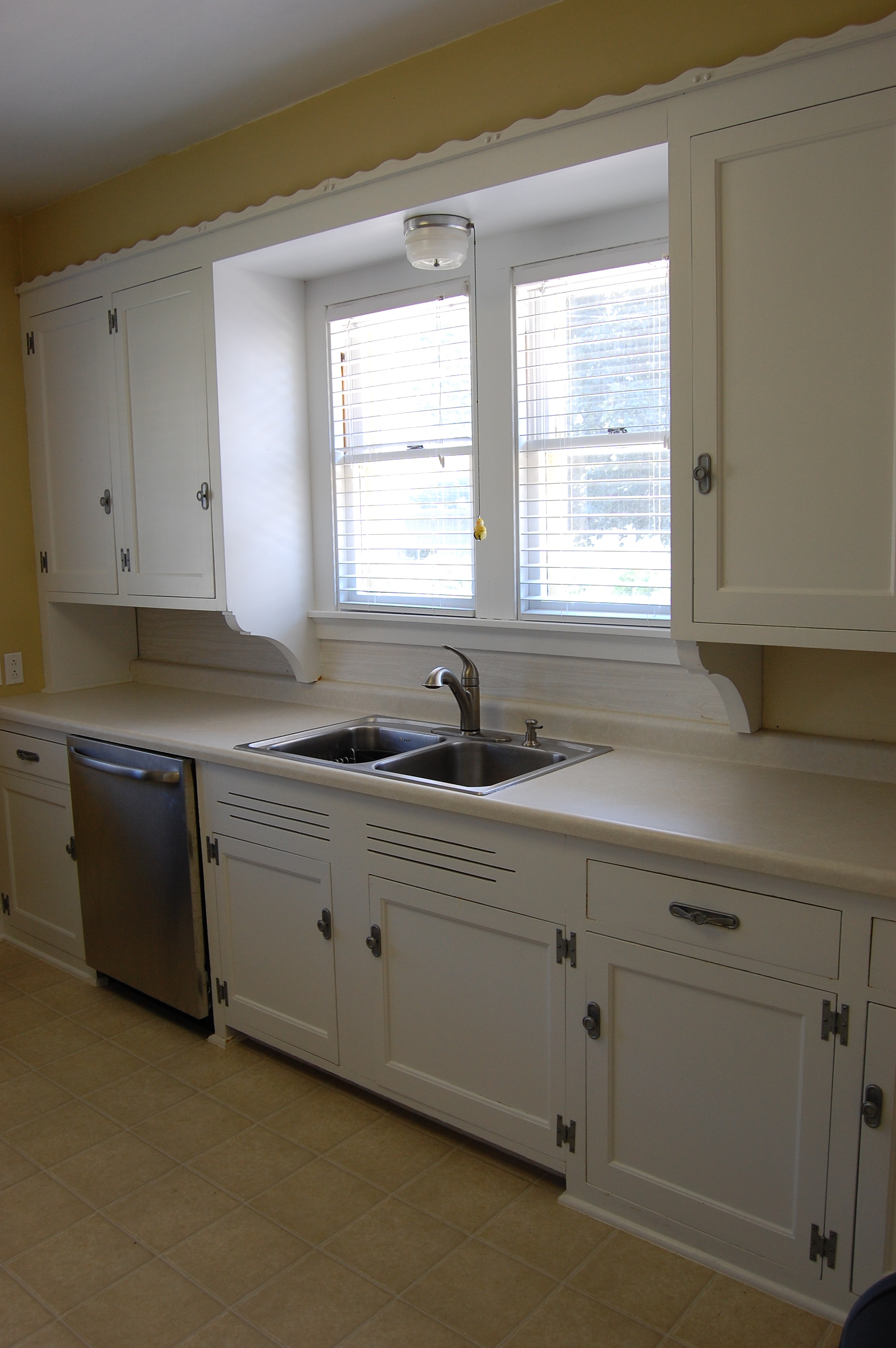 How to painting kitchen cabinets for Best paint for kitchen cabinets