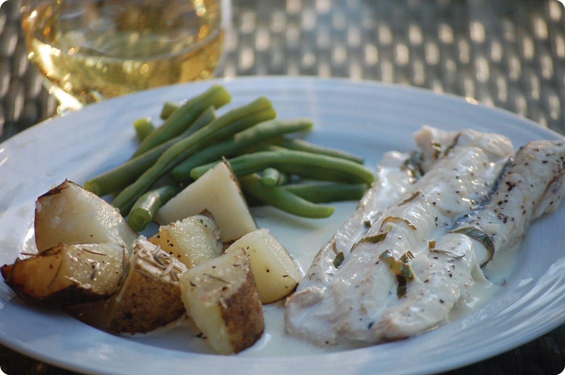 Grilled white fish in lemon basil cream sauce for White sauce for fish