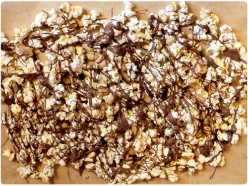 chunky chocolate popcorn