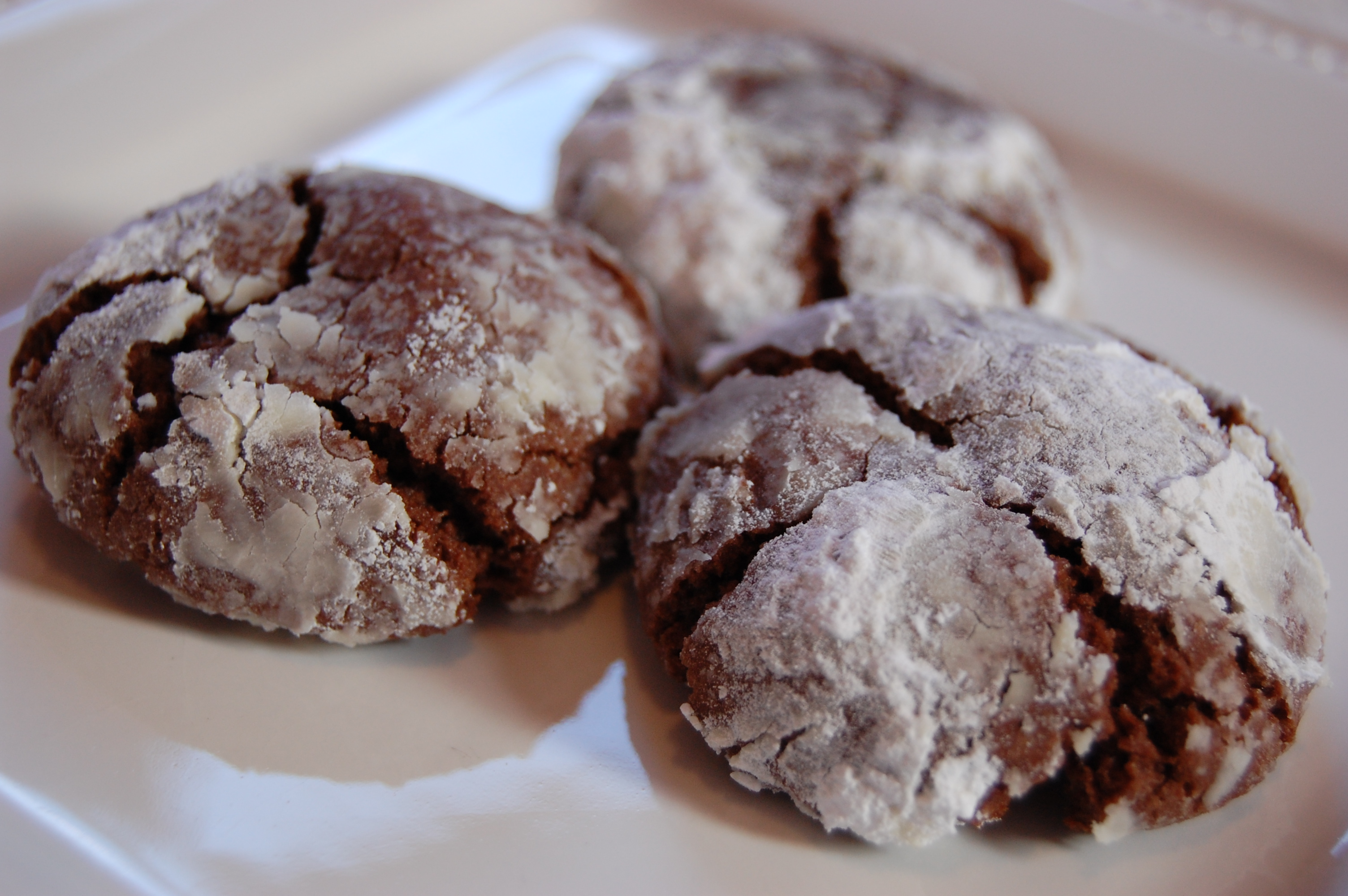 Traditional} Chocolate Crinkle Cookies |