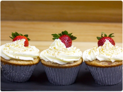 strawberry white chocolate cupcakes