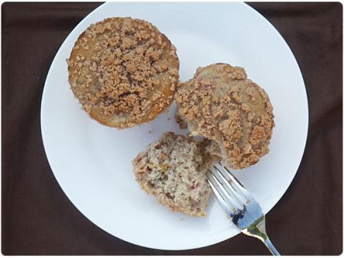 Cinnamon Streusel Rhubarb Muffins