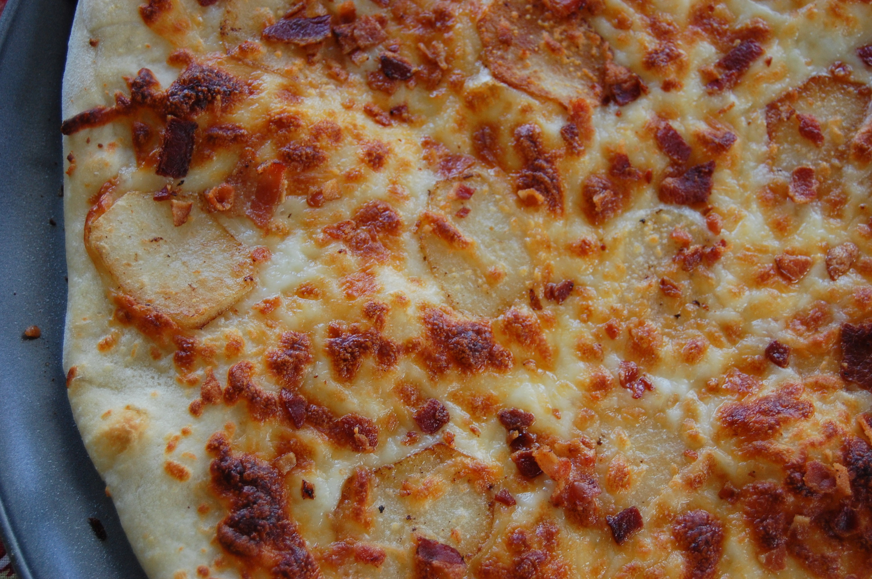 Potato and Bacon Pizza with Garlic Cream Sauce |